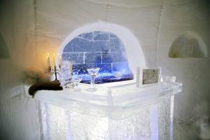 En isbar finns i det stora rummet där takhöjden är dryga 4,5 meter,