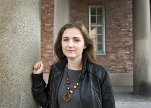 Sofia Åkerman är sjuksköterska och författare med ett starkt samhällsengagemang som grundar sig i egna erfarenheter.