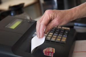 Var noga med kvitton, uppmanar insändarskribenten. Foto: Fredrik Sandberg / SCANPIX
