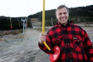 – Vi fortsätter med våra framtidsinvesteringar, säger Skistars destinationschef Torgny Svensson och visar upp den nya barnbacken med lift som ska tas i bruk så snart snön kommer.