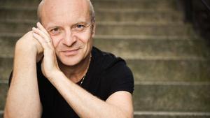 """På fredag kör Jonas Gardell genrep av showen """"30 år tillsammans"""" på Estrad. Nästa vecka är det stor premiär på Cirkus i Stockholm."""
