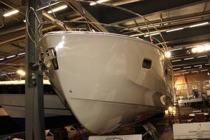 Motorbåten Deep Blue 46 från Bavaria sägs ha oslagbara utrymmen i förhållande till sin storlek. Den är ritad av designers i USA som annars formger BMW-bilar. Pris strax över fyra miljoner.