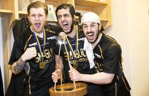 Rasmus Enström, Ciya Hajo och Hassan Hajo vrålar ut sin glädje efter SM-finalen 2014 och det andra raka guldet.