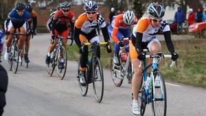 Cecilia Hansen och Ida Erngren (orange klädsel) kom sexa och sjua.