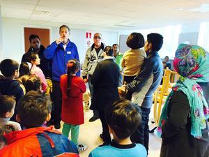 Förra veckan gick ett lass av Röda Korsets kartonger ut till Mo skola i Hudiksvall där nyanlända familjer väntade på dem.