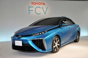 Toyotas vätgasbil Mirai kommer till Sverige 2017. Den visade i våras på Genève bilsalong.