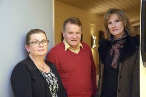 Åsa Bergström och Rune Hellström i samhällsföreningen, plus moderatorn Katarina Lundqvist, som höll i debatten.