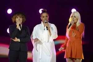 Amanda Bergman, Seynabo Sey och Maja Francis stämde upp i skönsång.