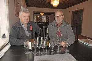 Vinprovning är på sätt och vis en hel vetanskap. 5-6 sorter avsmakas, fast med få centiliter i varje glas. Däremot behöver man inte vara expert för att vara medlem i Munskänkarna enligt Carl-Henrik Andersson  och Tyge Olsson.