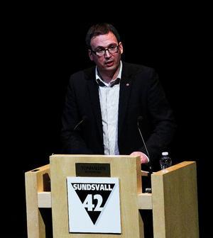 Sundsvalls kommunalråd Peder Björk (S) invigde IT-konferensen med en uppmaning om att bjuda in till ett politikerspår vid nästa års Sundsvall 42.
