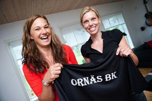 Marie Sundman och Ann-Sofie Andersson på en arkivbild från 2014 då den rutinerade duon gjorde comeback i Ornäs BK. Numera spelar dock Sundman i moderklubben Säters IF.
