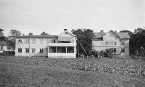 Stora Källbäck var länge ett barnhem. Den gamla bilden kommer från Gävle kommunarkiv.