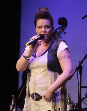 Erika Stolt sjöng två Beatleslåtar, Day Tripper och Got to get you into my life.