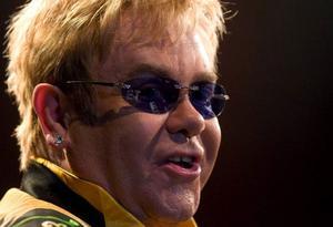 Elton John gör film av Jane Austen men blandar in en rymdvarelse.