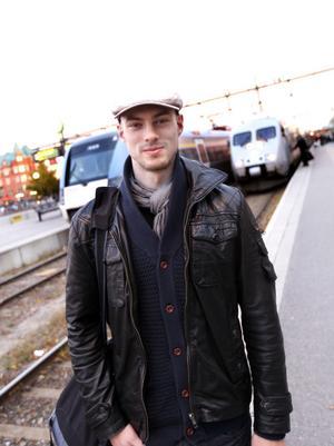 Tobias Walldén, 27 år, Gävle. – Jag har åkt från Stockholm. Jag pluggar till socionom där och tränar MMA. Nu ska jag hem och äta och koppla av.
