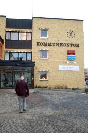Efter Socialdemokraternas valförlust 2006 har Lennart Oscarsson arbetat som oppositionsråd.