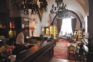 På Café Galeria Freta känner man sig förflyttad ett eller ett par sekel tillbaka i tiden.