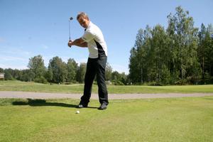 Tomas Zetterqvist slog till med en fantastisk förstarunda under DM i golf. 67 slag räckte för att slå banrekordet.