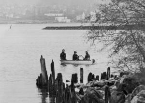 Sökandet efter Johan Asplund utvidgades när han inte återfanns. Bland annat sökte man efter Johan i Sundsvallsfjärden.