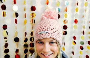 18-åriga Erika Fundin siktar i framtiden på att komma in på Beckmans designskola. Just nu pluggar hon samhällslinjen på Jämtlands gymnasium, Wargentin.   Foto: Henrik Flygare