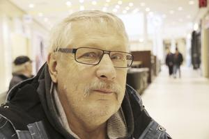 Knut Isaksson, 66, pensionär, Orresta: – Det mesta. Men kött har jag själv och så odlar vi lite hemma. Jag blir galen på allt genmodifierat skit!