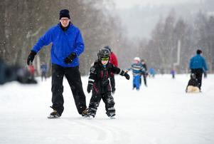 Mårten Eklund och Erik Eklund, 4 år, trivdes på Skridskons dag.