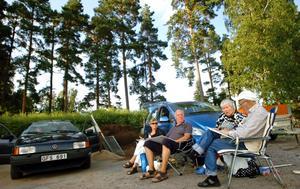 På första parkett sitter Barbro Andersson, Sune Ramström, Gudrun Andersson och Åke Sjöberg. De har spelat tutbingo så länge det funnits möjlighet och tycker att det är ett utmärkt sommarnöje.