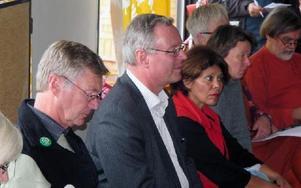 De var pressade men segrade. Mats Dahlström, Mikael Rosén och Katarina Gustavsson lovade att förskolan omedelbart skulle tillföras två extra miljoner kronor.Foto: Hans Dahlqvist.