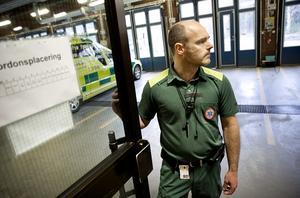 Fredrik Leek, chef för länets ambulanssjukvård, vill att politikerna skjuter till mer pengar.Foto: Kenneth Hudd/Arkiv
