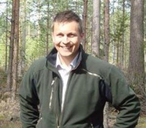 Back Albert Johansson, från Siljansnäs, var nära att bli omkullsprungen av en arg älgko.