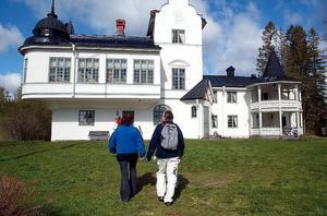 Verkön och Verkö slott är ett populärt utflyktsmål för båtfolk och turister.  Foto: Jan Andersson