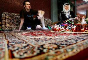 Geoffrey Guest och Sepideh Razavi är två av drivkrafterna bakom det internationella caféet.Foto: Henrik Flygare