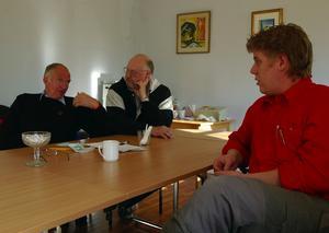 Omorganiserar. Jan Andersson, Nall Lasse Andersson och Viktor Zackrisson i Vansbro arbetarekommuns arbetsutskott hoppas kunna öka det politiska intresset genom att låta medlemmarna arbeta med de frågor som verkligen intresserar dem.