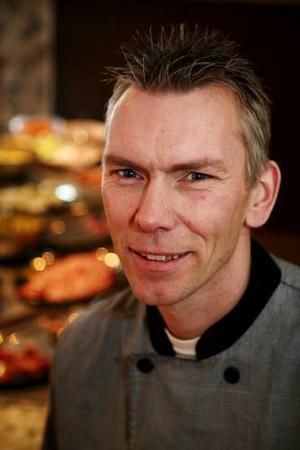 Kalle Liljekvist har firat tioårsjubileum  för sin lunchrestaurang med olika arrangemang, till exempel i stället för vanlig lunch ha grillparty ute.