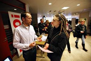 Bertil Keijzer och Dennis Engblom pratar om hur det är att plugga på serveringsutbildningen i Bollnäs.