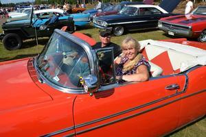 Christine Sjöö och Thomas Sandén njöt i sin Chevrolet Bel Air från 1956. De hade rest från Upplands-Väsby.
