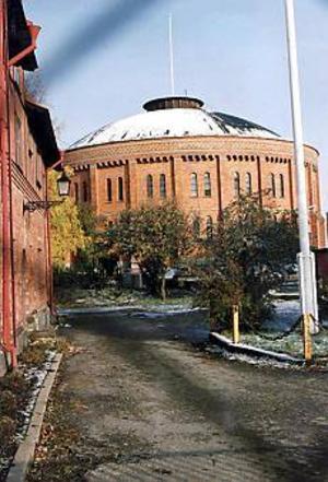 Arkivbild. Läckande tak. Sanering och reparationer beräknas totalt kosta 29 miljoner kronor.