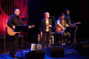 Mikael Wiehe, Ebba Forsberg och Plura strålade samman i Konserthuset för att framföra låtar ur den amerikanska sångboken.