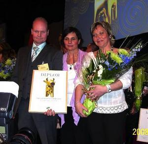 Pontus Rosberg, Kicki Nordlund och Helena Rydqvist. Glada pristagare från Konsum Sollefteå.