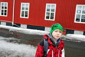 Tobias Tägström tycker att det är bra att Odenslundsskolan involverar mycket fysisk aktivitet i skolvardagen.
