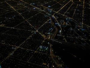 Vid inflygningen till Chicago möttes man av oändligt med lysen i raka rader.