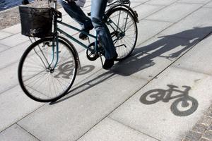 Kommunens resepolicy är att de anställda ska sträva efter att gå, cykla eller åka kollektivt.
