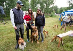 Tom, Leya (1,5 år), Alina och Cilla Franzén kom från Uppsala till Engelsbergsdagen tillsammans med hundarna Lokus och Memphis.