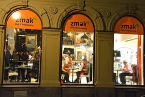 Restaurang Zmak på Sjögatan är ihopbyggd med Ica Esplanad, och det verkar ha gynnat båda.