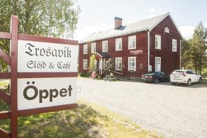 Trosaviks slöjd och café håller till i Hedevikens gamla skolbyggnad