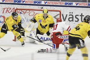 Henrik Lundberg gav VIK-spelarna chansen att komma tillbaka mot Oskarshamn. Men udden framåt fanns inte.