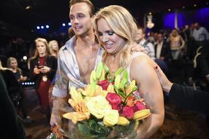 Anja Pärson med sin danspartner Calle Sterner efter förlusten i fredagens final i TV4:s Let's Dance.