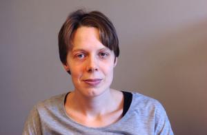 Madelene Björksten är kritisk till den vård hon fick på Bollnäs sjukhus när hon uppsökte akutmottagningen med intensiva smärtor i magen och feber. Hon har anmält händelsen till Socialstyrelsen.