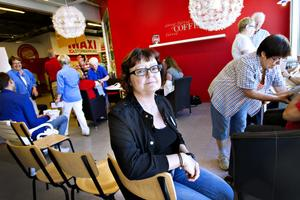 """strokedrabbad. Gunilla Söderberg är en av de allt fler yngre som drabbas av stroke. Hon tror att dagens stressiga livsstil har stor betydelse. """"Man lyssnar inte på kroppen – man ska vara duktig och klara allt"""". Nu hoppas hon att fler yngre ska gå med i strokeföreningen så de kan stötta varandra."""
