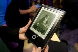 Den digitala boken gör framsteg. Läsplattorna vinner mark och nu planerar Sambiblioteket i Härnösand på att låna ut läsplattor och eböcker.